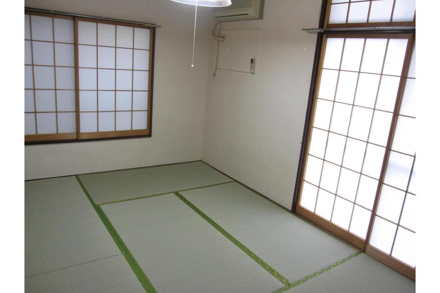 2DK Apartment to Rent in Shinjuku-ku Living Room