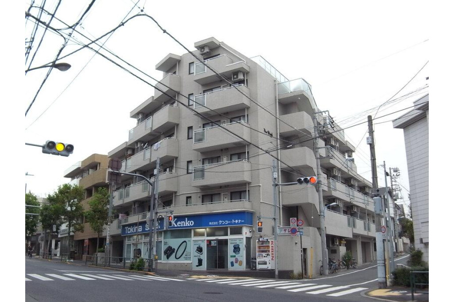 2K Apartment to Rent in Shinjuku-ku Exterior