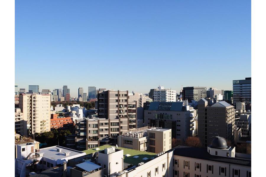 3LDK Apartment to Buy in Chiyoda-ku View