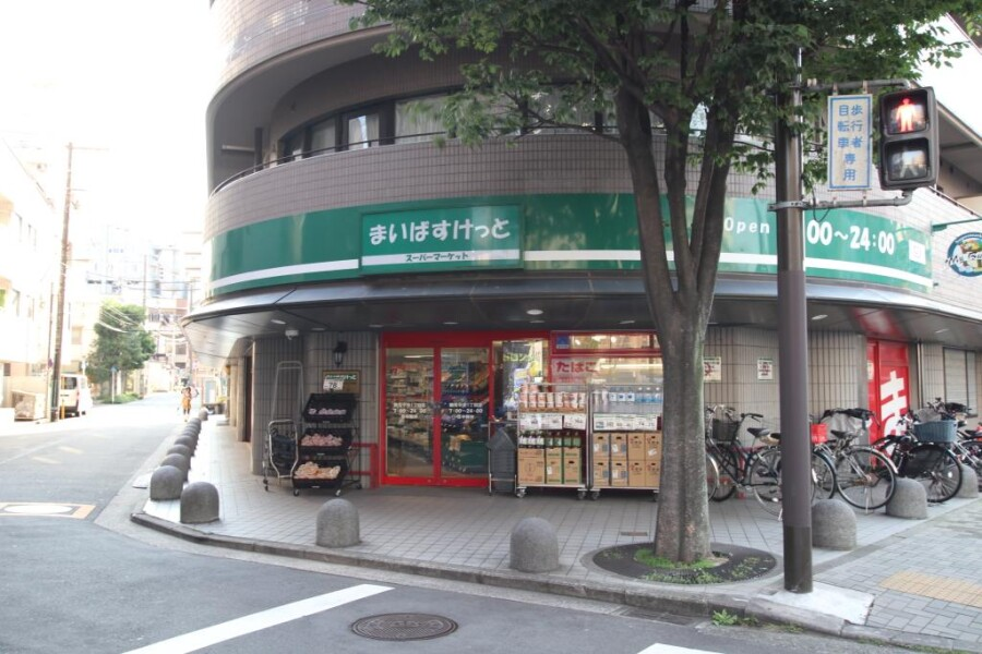 1R Apartment to Rent in Yokohama-shi Tsurumi-ku Supermarket