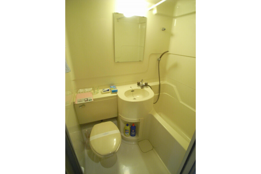 1R Apartment to Rent in Setagaya-ku Bathroom