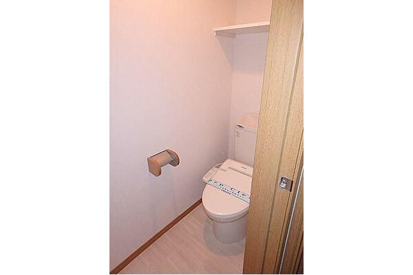 2LDK Terrace house to Rent in Nagoya-shi Higashi-ku Toilet