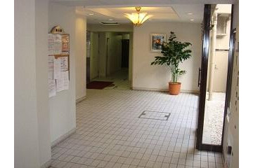 1K Apartment to Rent in Osaka-shi Kita-ku Entrance Hall