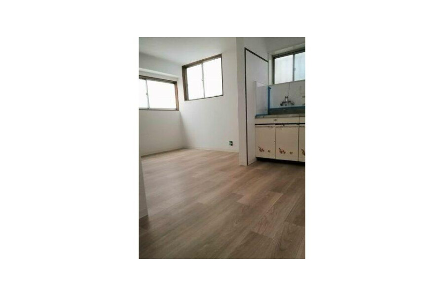 2DK House to Rent in Yao-shi Living Room