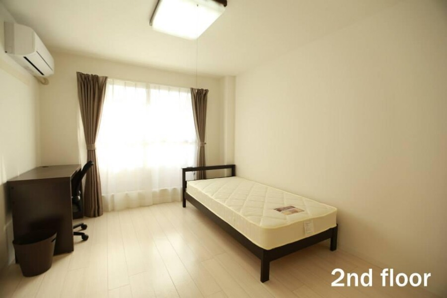 Shared Guesthouse to Rent in Fuchu-shi Bedroom