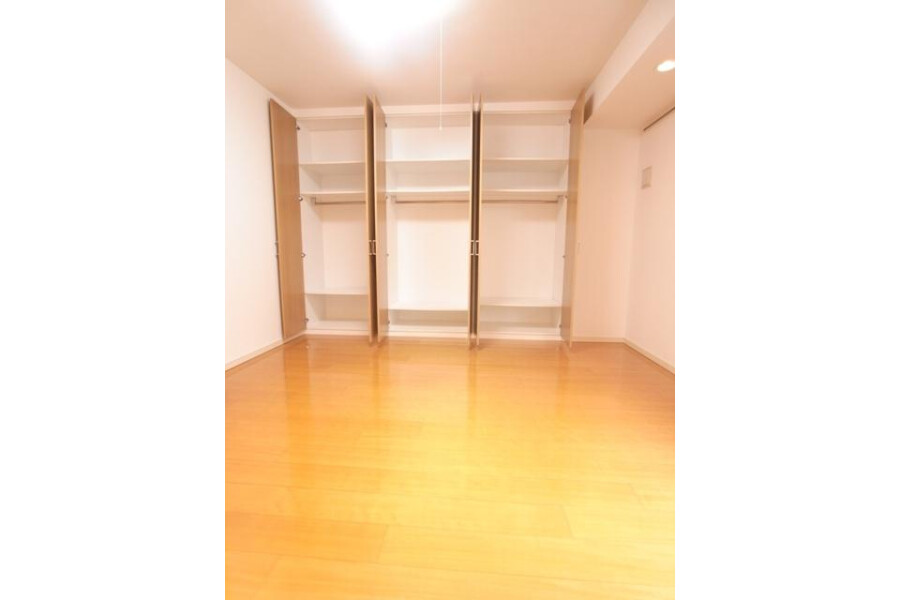 1K Apartment to Rent in Chiyoda-ku Interior