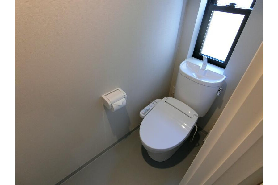 Shared Apartment to Rent in Kyoto-shi Sakyo-ku Toilet