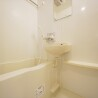 1K Apartment to Rent in Kita-ku Bathroom