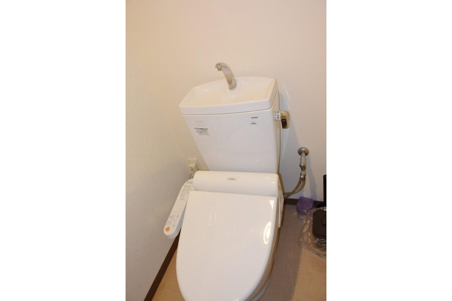 1LDK Apartment to Rent in Osaka-shi Chuo-ku Toilet