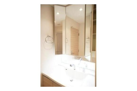 2LDK Apartment to Buy in Arakawa-ku Washroom