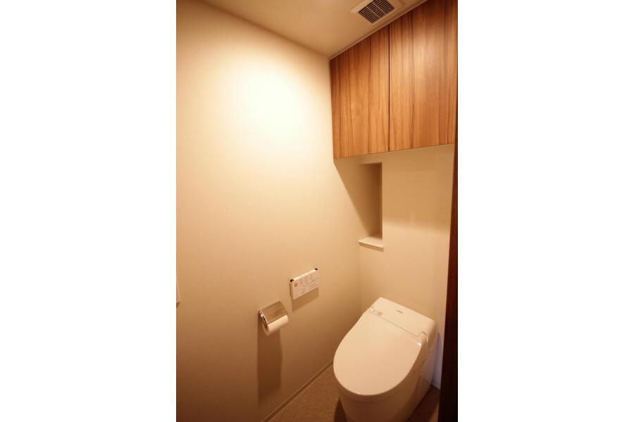 3LDK Apartment to Rent in Yokohama-shi Aoba-ku Toilet