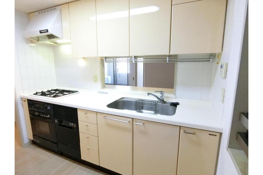 2SLDK Apartment to Rent in Yokohama-shi Kohoku-ku Kitchen