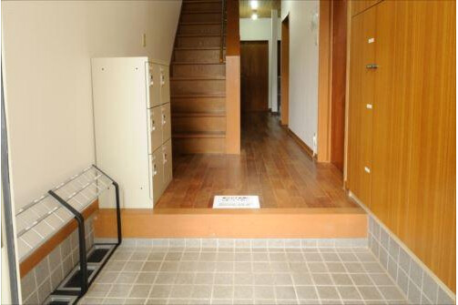 Shared Guesthouse to Rent in Meguro-ku Entrance