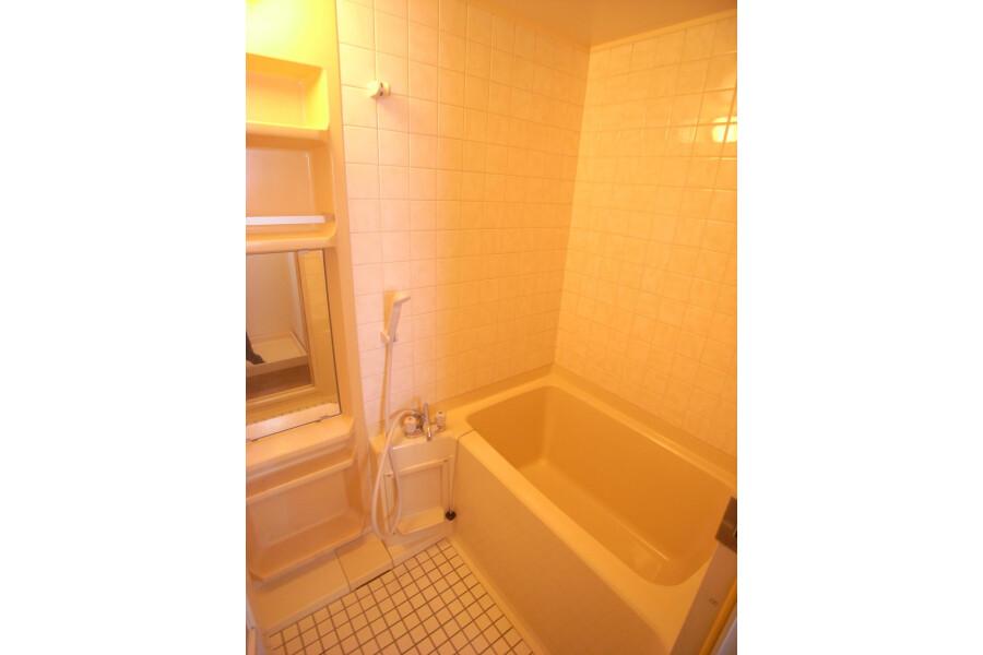 2DK Apartment to Rent in Setagaya-ku Bathroom