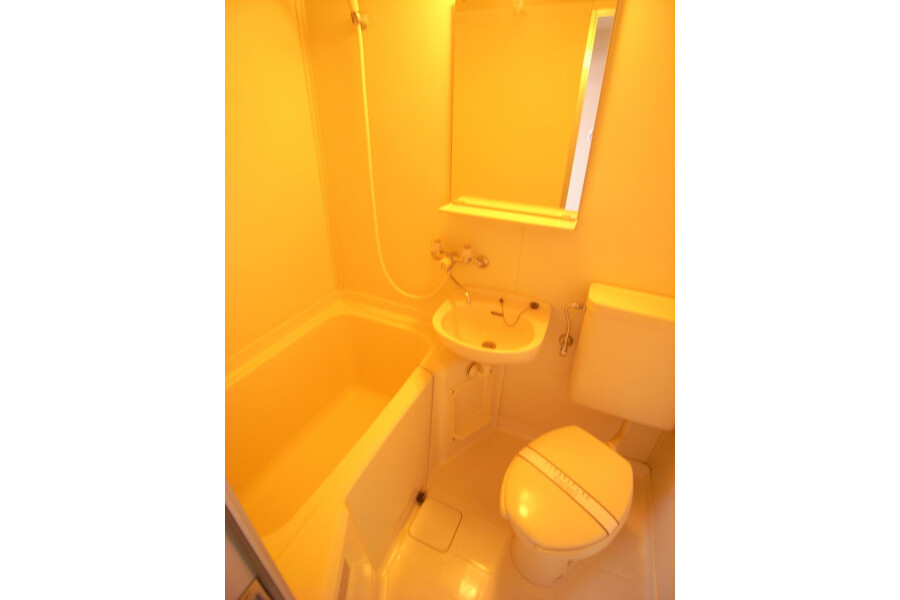 1K Apartment to Rent in Kawasaki-shi Takatsu-ku Bathroom