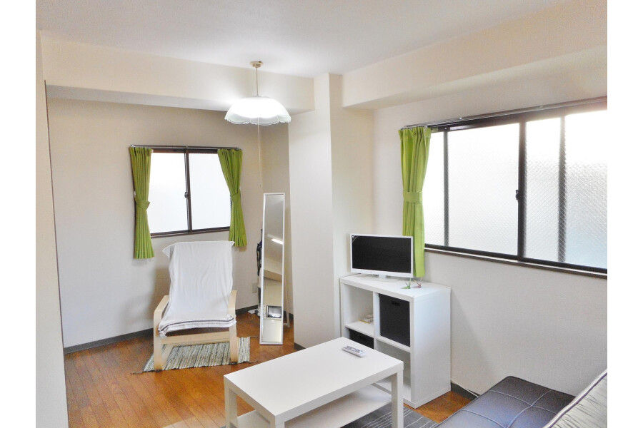 1R Apartment to Rent in Osaka-shi Abeno-ku Living Room