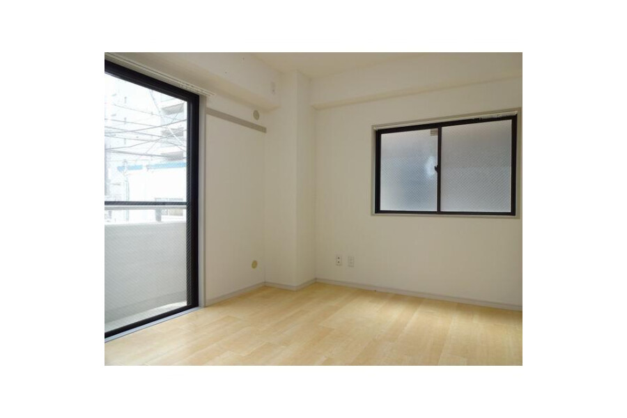 2LDK Apartment to Rent in Shinjuku-ku Interior