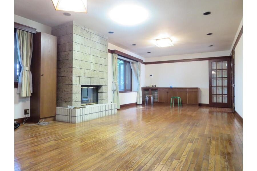 6SLDK House to Rent in Ota-ku Living Room