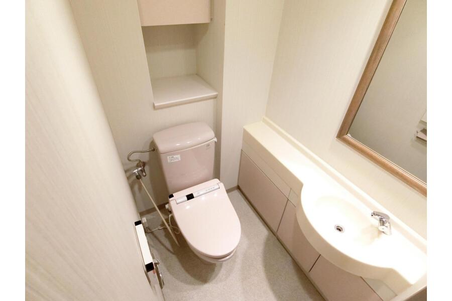 2SLDK Apartment to Rent in Yokohama-shi Kohoku-ku Toilet