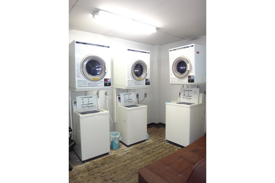 1R Apartment to Rent in Osaka-shi Chuo-ku Coin laundry