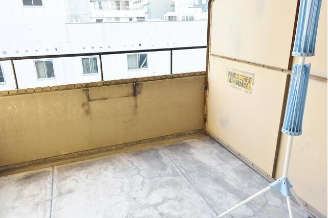 1R Apartment to Rent in Osaka-shi Chuo-ku Balcony / Veranda