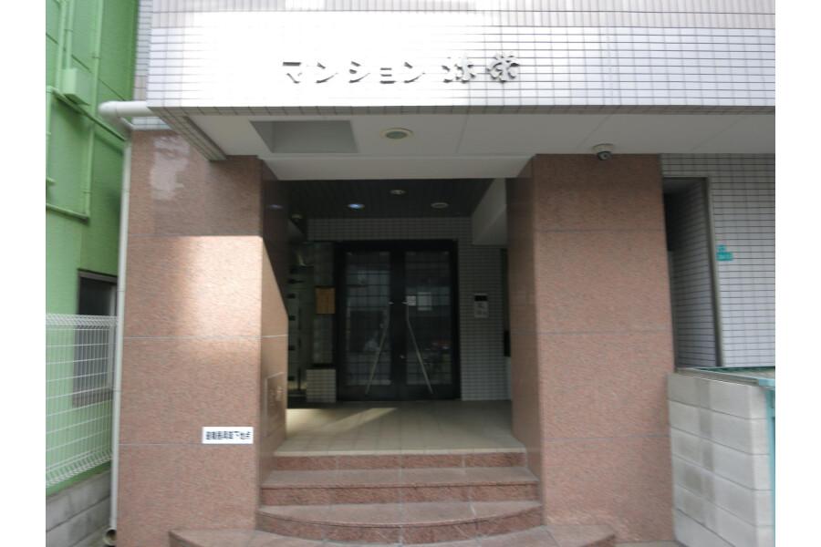 1K Apartment to Rent in Osaka-shi Minato-ku Entrance