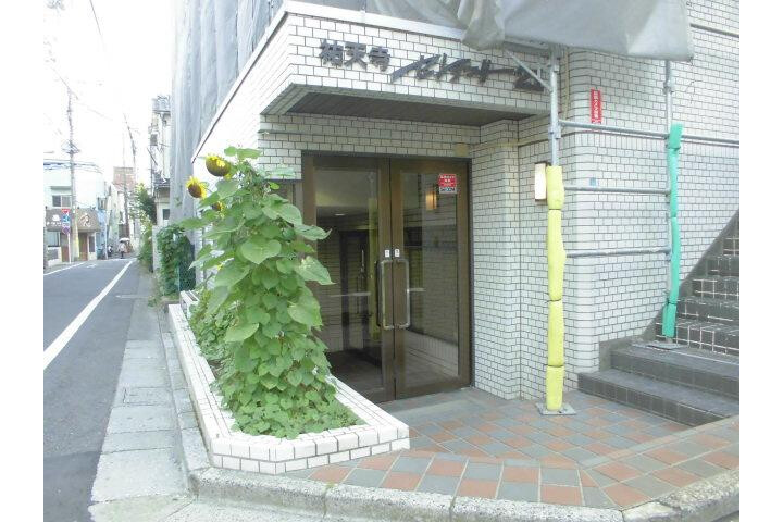1K Apartment to Rent in Meguro-ku Entrance Hall
