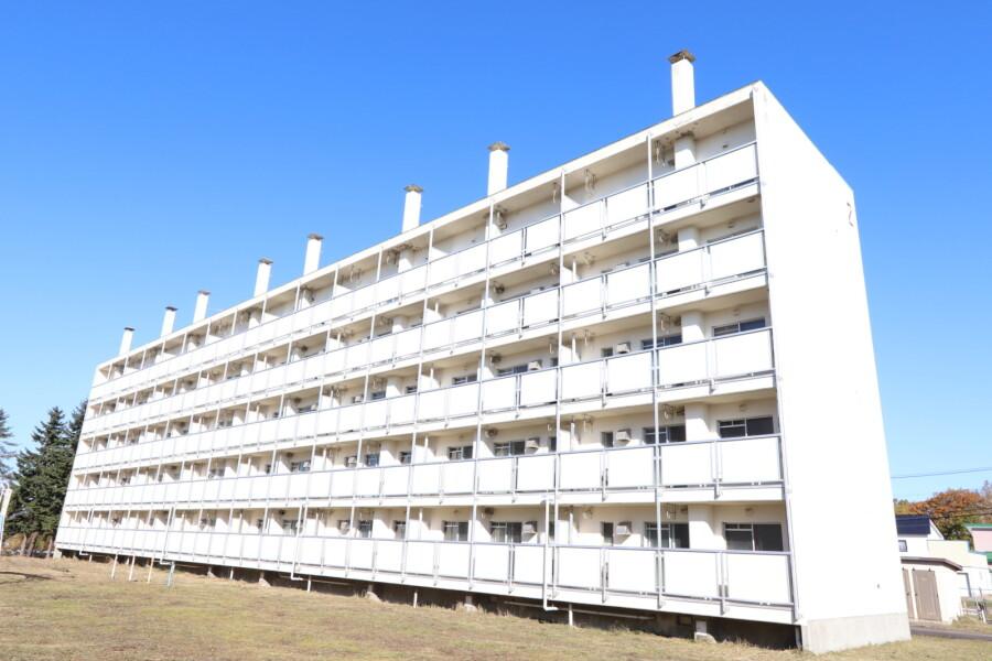 2LDK Apartment to Rent in Sunagawa-shi Exterior