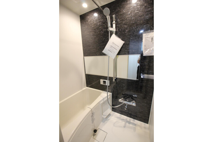 1R Apartment to Rent in Komae-shi Bathroom