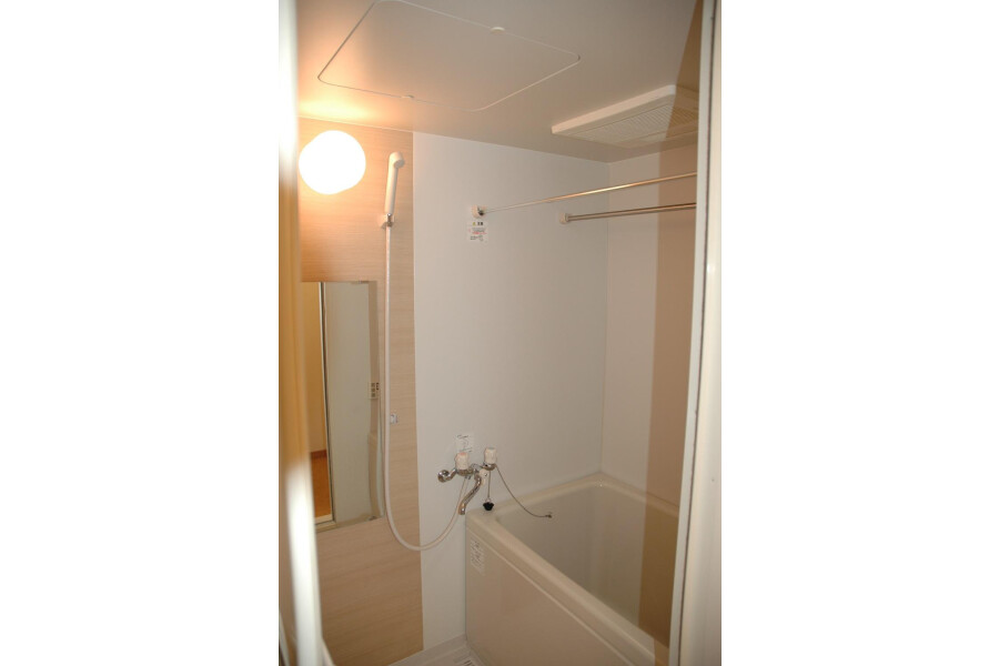 1R Apartment to Rent in Nerima-ku Bathroom