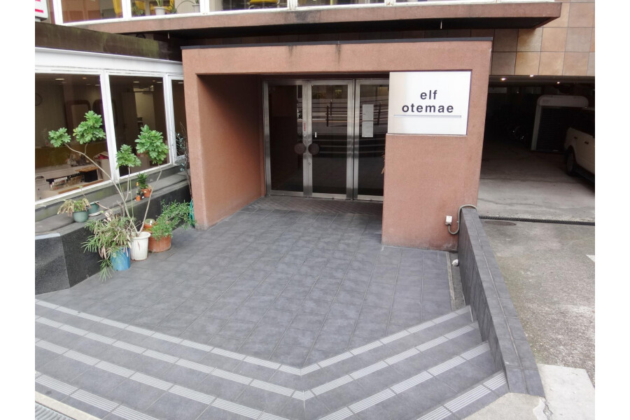 1R Apartment to Rent in Osaka-shi Chuo-ku Entrance Hall