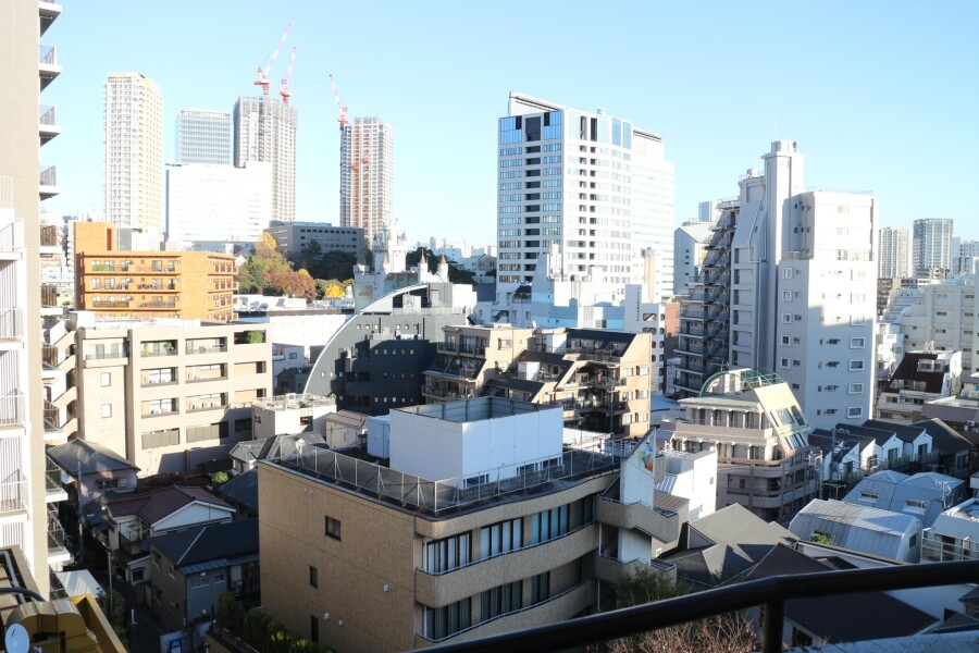 1R Apartment to Rent in Meguro-ku Outside Space