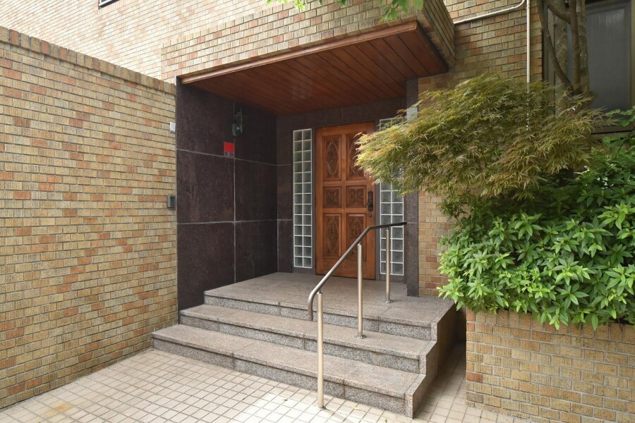 7SLDK House to Buy in Setagaya-ku Entrance