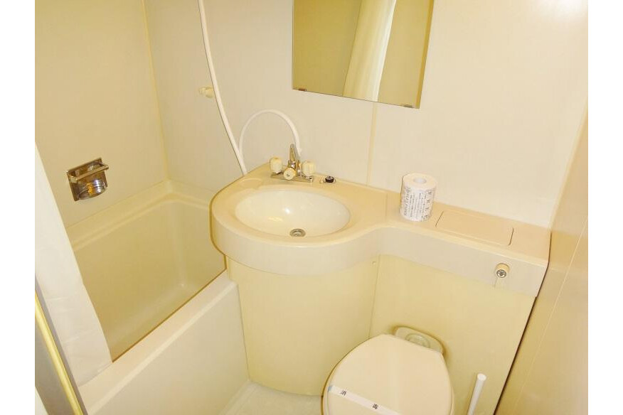 1K Apartment to Rent in Osaka-shi Ikuno-ku Bathroom