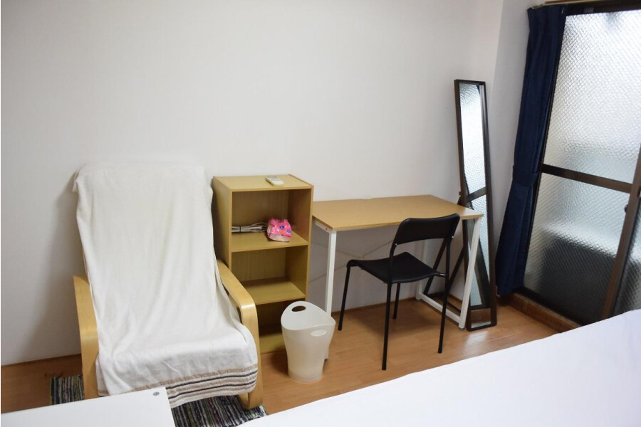 1R Apartment to Rent in Osaka-shi Higashinari-ku Living Room