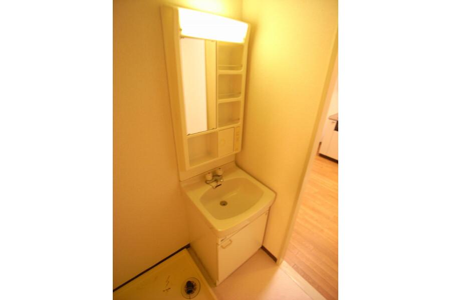 2DK Apartment to Rent in Kawasaki-shi Takatsu-ku Washroom