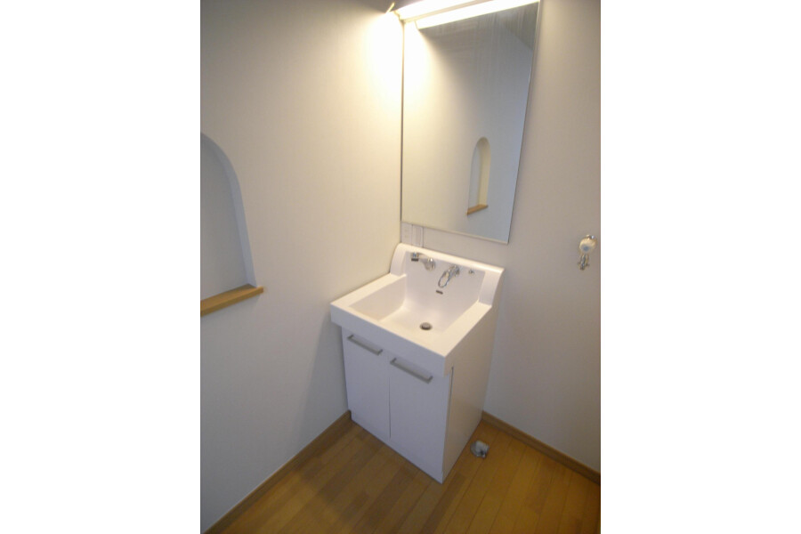 1R Apartment to Rent in Kawasaki-shi Takatsu-ku Washroom