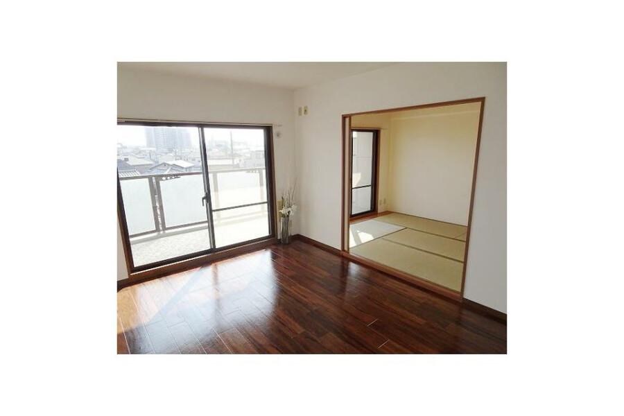 3LDK Apartment to Buy in Izumiotsu-shi Living Room