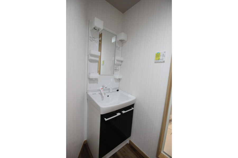 1R Apartment to Rent in Komae-shi Washroom