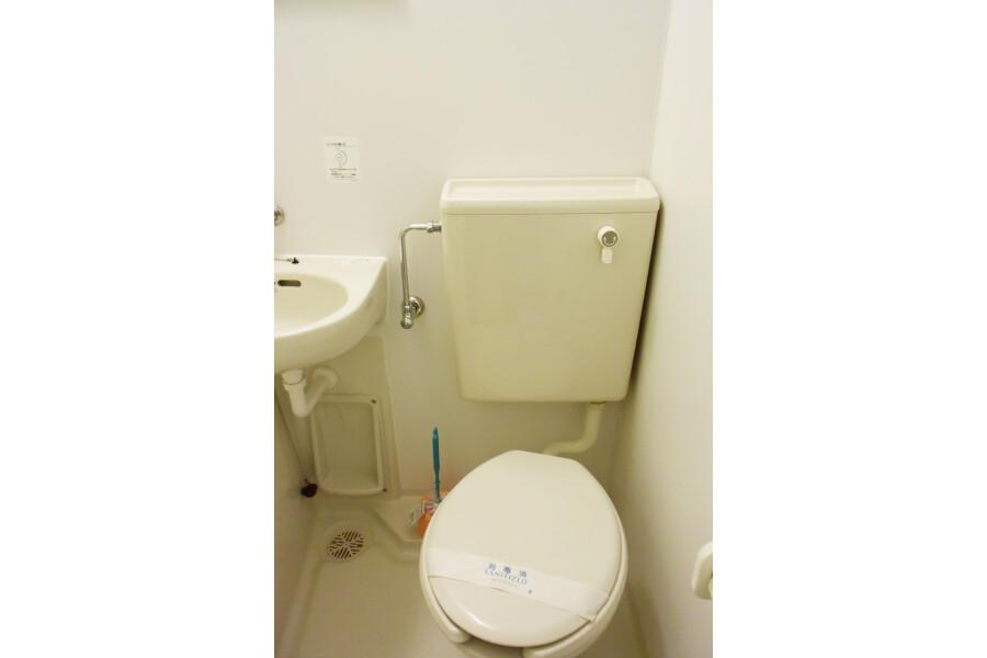 1R Apartment to Rent in Osaka-shi Chuo-ku Bathroom