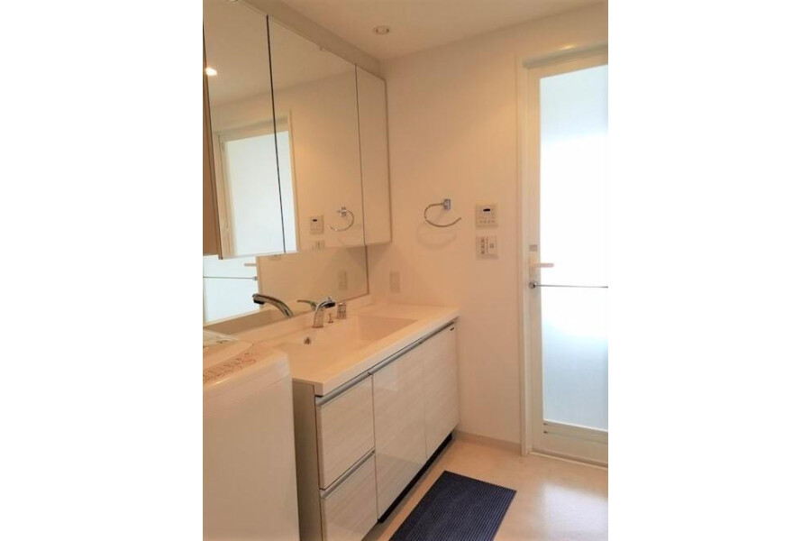 2LDK Apartment to Buy in Otsu-shi Washroom