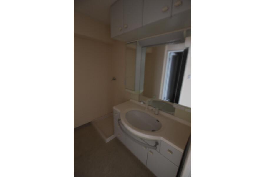 3LDK Apartment to Rent in Setagaya-ku Washroom
