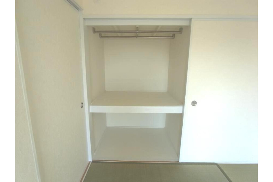 2LDK Apartment to Rent in Yokohama-shi Aoba-ku Interior