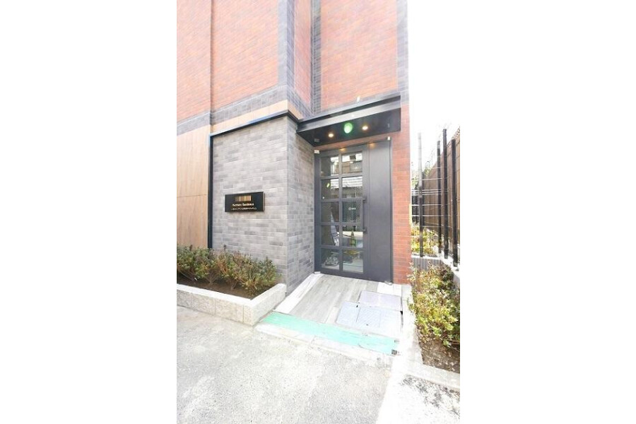 1DK Apartment to Rent in Toshima-ku Building Entrance
