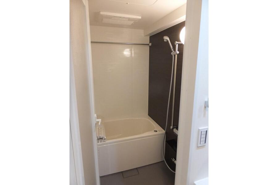 1K Apartment to Rent in Bunkyo-ku Bathroom