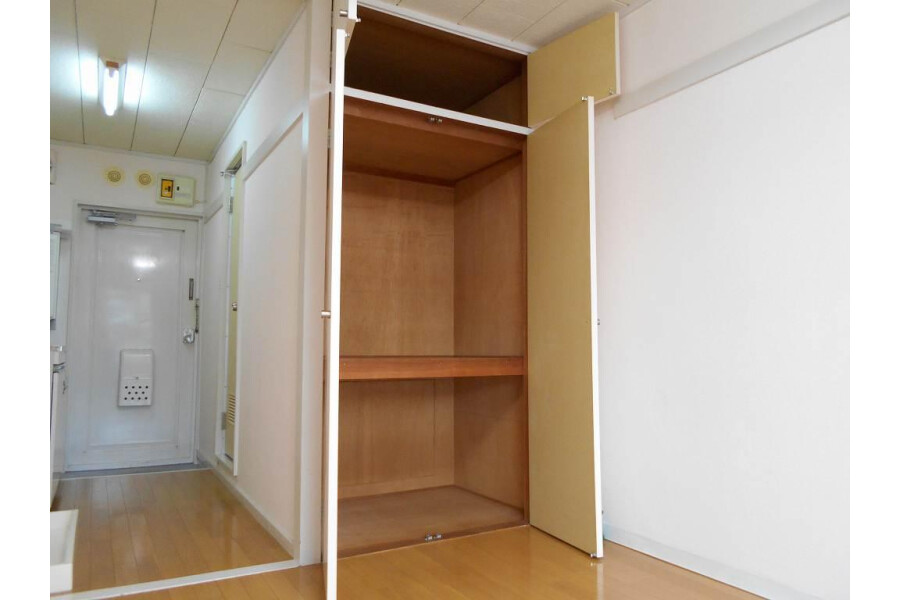 1R Apartment to Rent in Hino-shi Outside Space
