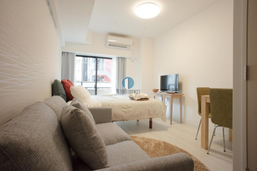 1K Serviced Apartment to Rent in Minato-ku Living Room
