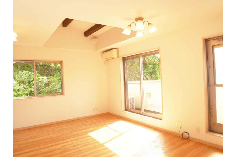 4LDK House to Buy in Kyoto-shi Higashiyama-ku Living Room