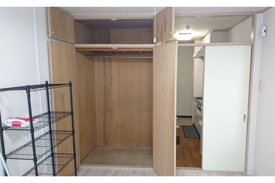 1K Apartment to Rent in Ibaraki-shi Storage