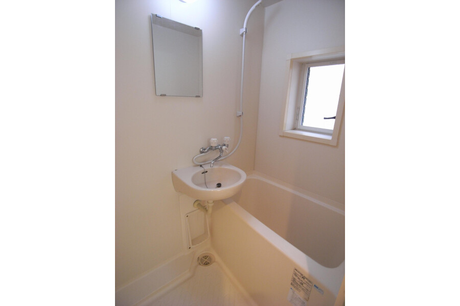 1K Apartment to Rent in Sagamihara-shi Minami-ku Bathroom